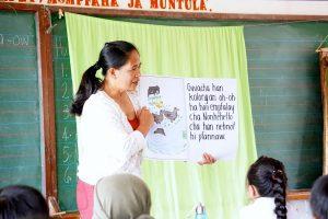 Teacher reading a book to her class.